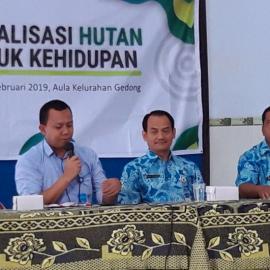"Penyuluhan ""Sosisalisasi Hutan untuk Kehidupan"" di Kelurahan Gedong, Kabupaten Karanganyar"