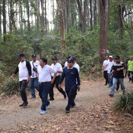 Jalan Sehat Universitas Sebelas Maret (UNS) Surakarta dan Pemerintah Kab. Karanganyar di KHDTK Gunung Bromo