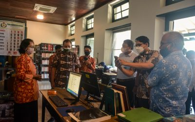 Initiation of Manuscript Digitalization Equipments for Rekso Pustaka Library from the Big Family of Dr. Ir. Akbar Tandjung